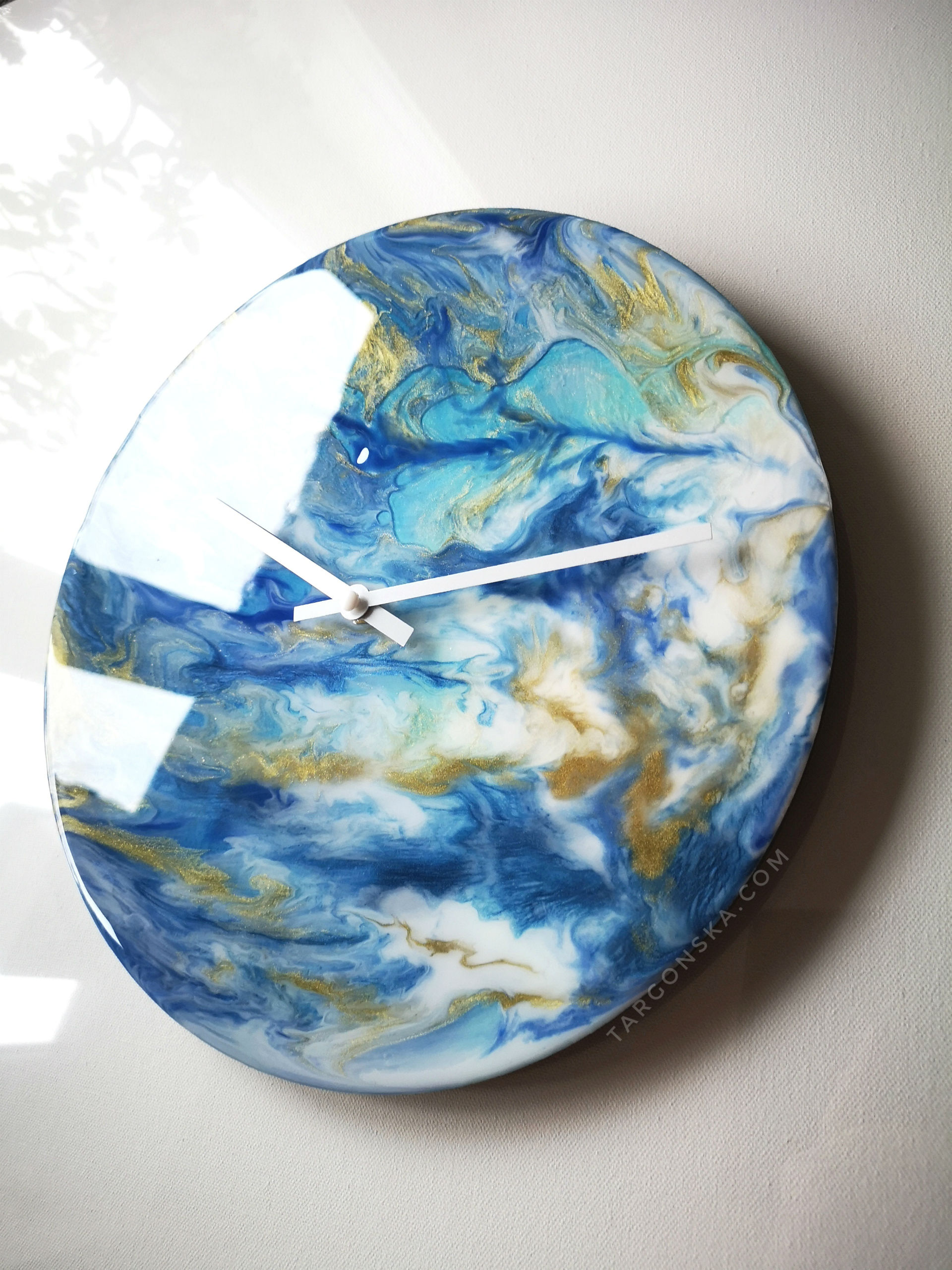 Resin Clock by Malgorzata Targonska -shadows